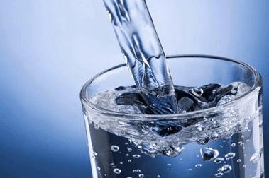 Vous Ne Devriez Jamais Boire De L'eau Avant De Dormir