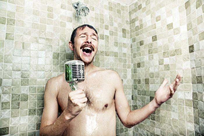 Pourquoi chanter sous la douche est bon pour vous