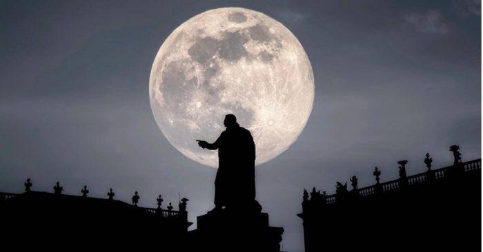 En pleine lune du 21 septembre 2021, le moment de laisser le passé derrière soi et d'aller de l'avant !