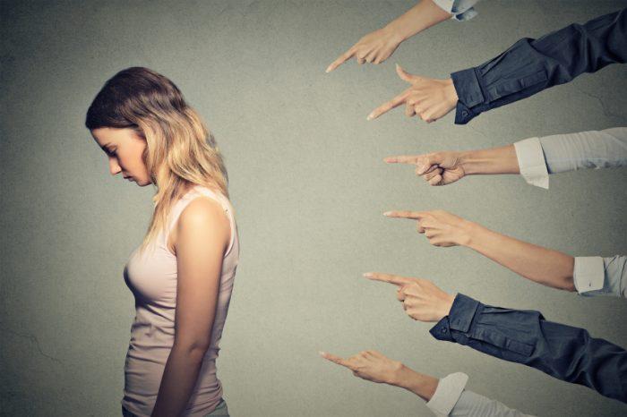 Pourquoi juger les gens vous concerne vraiment (et non eux)