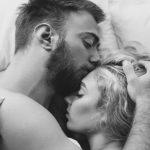 8 Comportements que les hommes montrent lorsqu'ils sont avec leur véritable amour