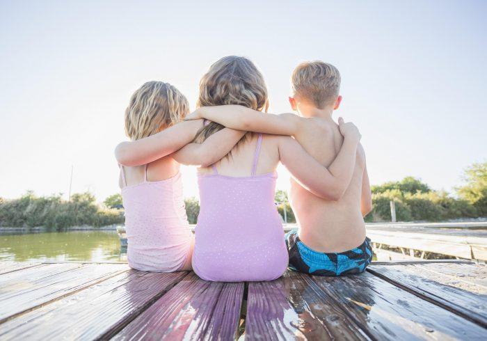 La science révèle que le plus jeune frère ou la plus jeune sœur pourrait être le plus drôle