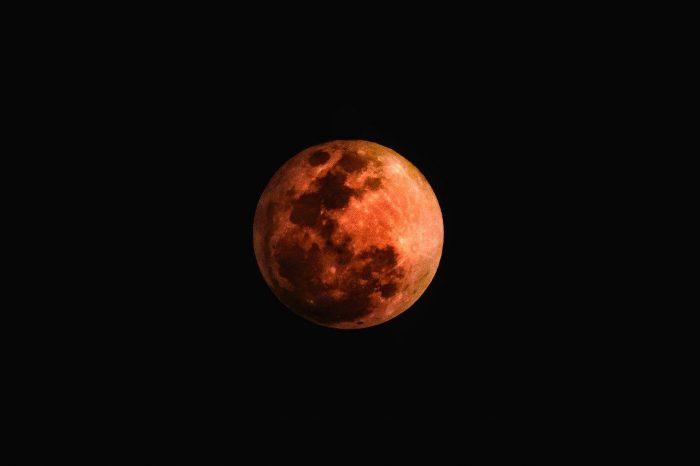 La pleine lune de mai 2021 apportera des changements majeurs pour tous les signes du zodiaque