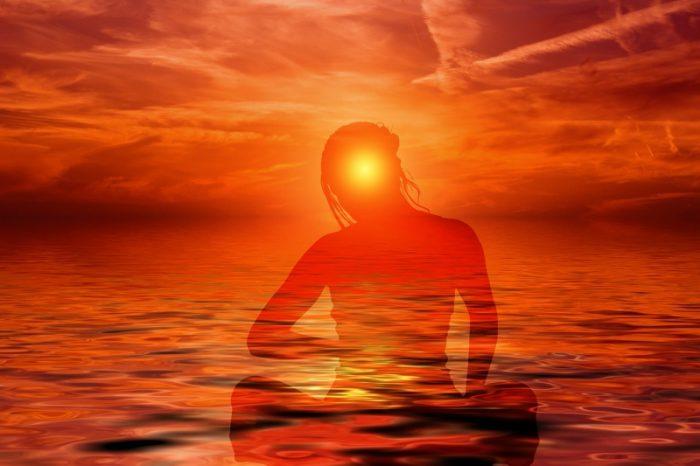 Plus votre lumière est forte, plus vous vous éloignez de ceux qui vivent dans les ténèbres